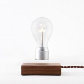 Flyte Manhattan Walnussbasis Glühbirne mit Chromkappe